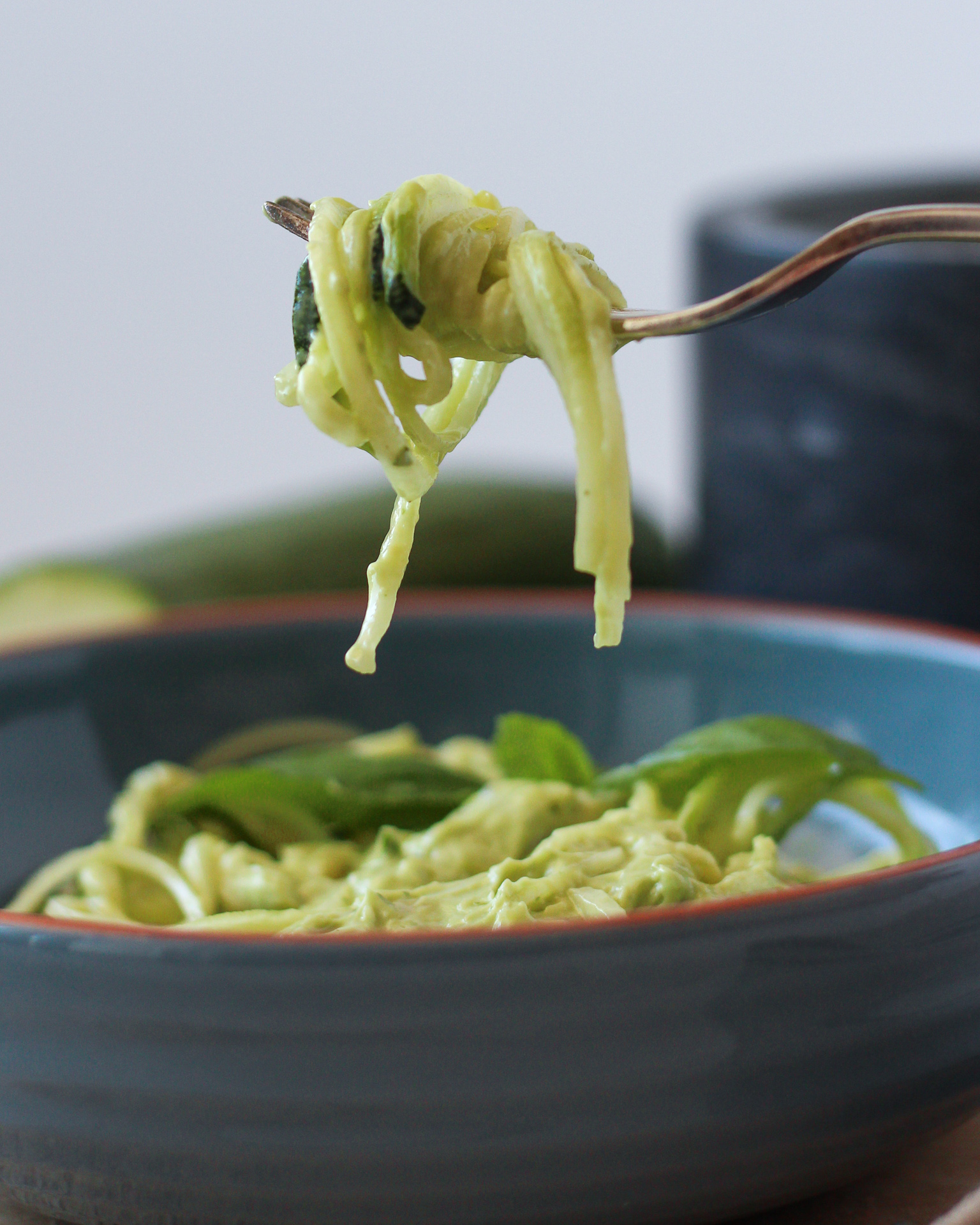 Avocado Pesto mit Zoodles